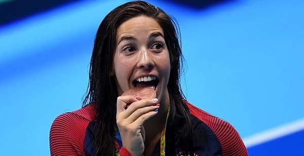 Maya DiRado: «Dieu se soucie plus de la façon dont je montre mon amour pour les autres que de ma natation» estime la championne olympique